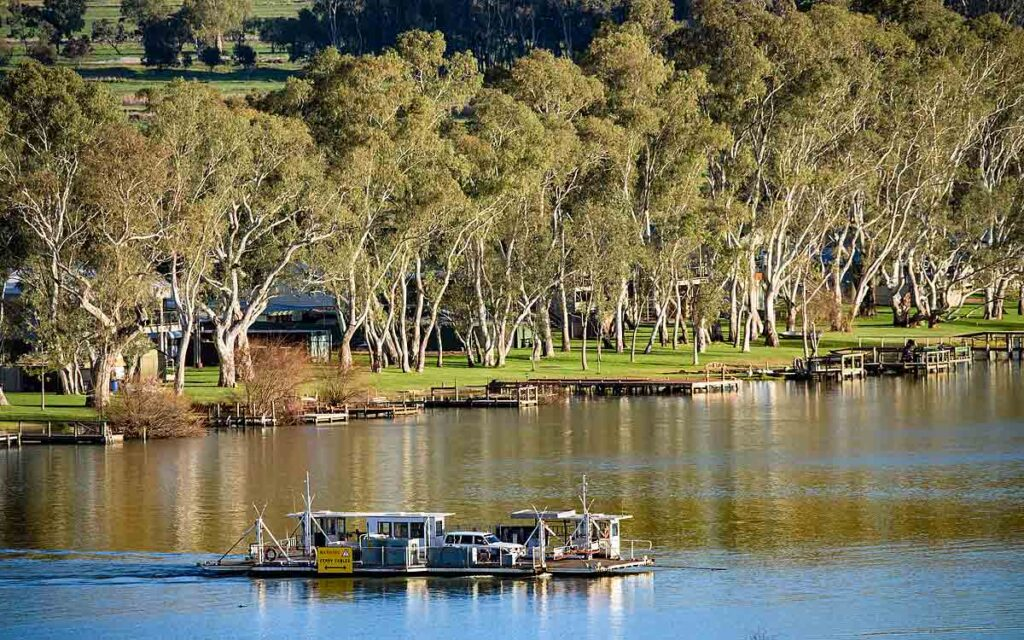 Stay in natural country surroundings in South Australia