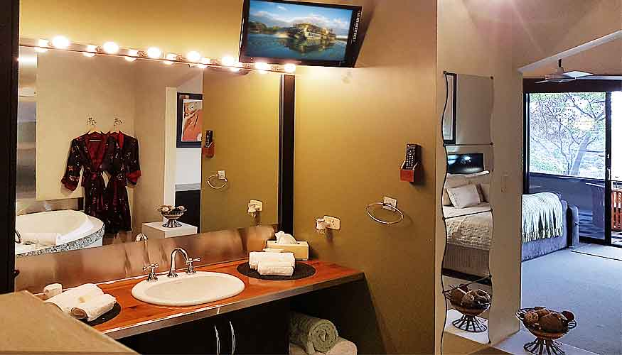 Fully equipped 5-star luxury hotel bathroom amenities available